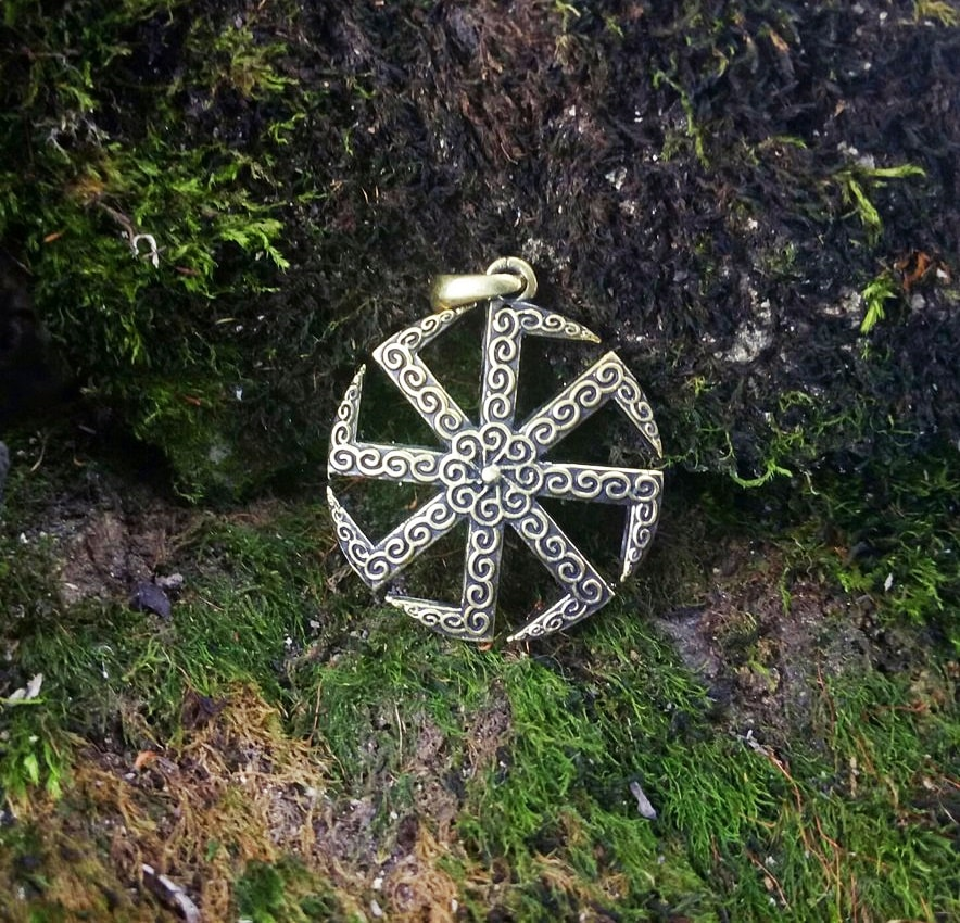 Бронзовый Коловрат, фото на природе