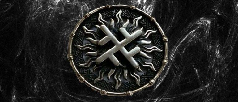 Фотография символа колард на черном фоне
