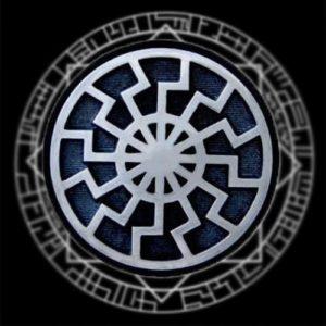 Черное солнце символ на черном фоне