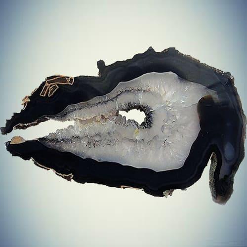 Фотография черного агата в разрезе