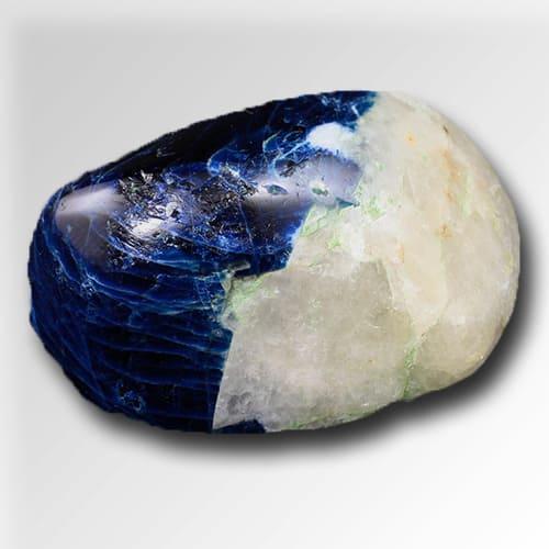 Фото полудрагоценного камня содалит